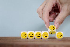 【3分で使える英語表現!】ニュアンスで使い分けよう。感情の表現「嬉しい」「驚く」「いらいらする」
