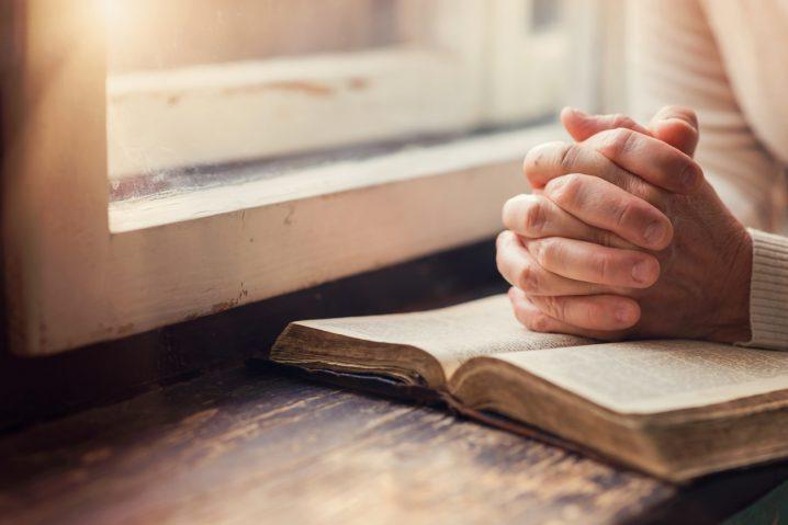 【3分で言い換え英語術】I am praying for you. ー祈らない私は何と言えばいいですか?