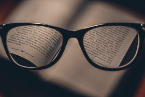 【英語学習ーボキャブラリー・ビルディング】語源を知ると、一見繋がりのない意味も・・・?