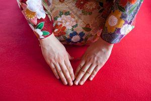 【海外文化との違い】日本の「謙遜」はやりすぎ?それとも美徳?