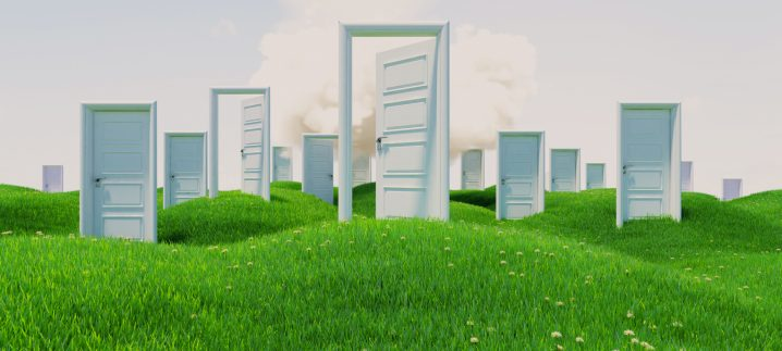 """【FEネイティブ講師Tara先生の英語記事を読もう!】More to """"When One Door Closes, Another Opens"""""""