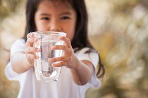 水についての英作文を書いてみよう。TOEICや英検の環境問題テーマでも出る話題です。